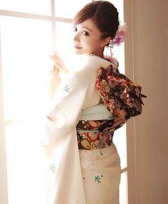 明日成人式の方おめでとです♡皆のまねして私も2年前の成人式の写真載せます(つД`)ノワロ。品良く白にしました( ^ω^ )この頃の私本当に純粋な純白やった(笑)また色々がんばってこうo(`ω´ )o頑張れ、自分よwワロ #japan#tokyo#新宿#歌舞伎町#池袋#六本木#銀座#大宮#大阪#新地#心斎橋#難波#ミナミ#キャバクラ#お酒#love#sexy#make#red#white#ヤバイ#help#ツンデレ#黒髪#女の子#instagood#instadaily #happy#followme