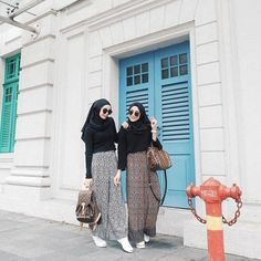 Mix and Match Pakaian Hitam Agar Tetap Tampil Cerah dan 'Kekinian'! Muslim Fashion, Fashion Wear, Modest Fashion, Trendy Fashion, Girl Fashion, Fashion Outfits, Trendy Style, Model Baju Hijab, Modele Hijab