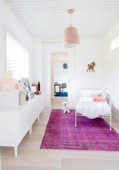 villa-muurame-wooden-3-story-bright-white-single-family-home-located-near-lake-jyvasjarvi-finland-09