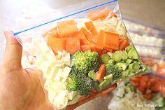 해독주스 만드는법 / 6개월간 해독주스 먹은 나만의 노하우(?) 해독주스를 작년 11월 말부터 시작해서 지금까지 꾸준하게 먹었답니다. 그동안 해독주스는 다이어트용은 아니라, 몸에 독소를 뺀다는 의미로 옆지기.. Cobb Salad, Broccoli, Sushi, Juice, Health Fitness, Cooking Recipes, Diet, Vegetables, Food
