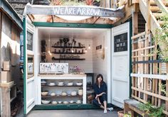 Shipping containers 592434525965554993 - Find out how this jeweler turned a shipping container into a studio and an inviting retail space in London. Source by mayiizmayiiz Art Studio At Home, Home Art, Container Shop, Container Office, Coffee Container, Container Cabin, Cargo Container, Container Design, Container Homes