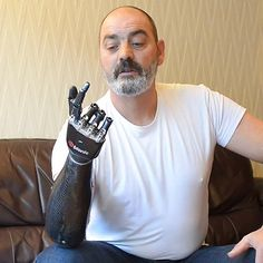Luke Skywalker's Robotic Hand Made Real [Video] Cyber Technology, Technology Careers, Assistive Technology, Cool Technology, Medical Technology, Technology Gadgets, Technology Innovations, Medical Coding, Robotic Prosthetics
