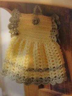 My Crochet, Mis Fabrics: Dress Potholder and Pattern / Dress Handle and Patron Vintage Potholders, Crochet Potholders, Crochet Doilies, Crochet Hot Pads, Knit Or Crochet, Crochet Crafts, Vintage Crochet Patterns, Crochet Designs, Crochet Kitchen