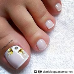 . . #Repost @danieleapvasselechen • • • #pezinhosdeprincesa #pezinhosdelicados #pe #unhasdospés #unhasdecoradas #francesinhas #branquinhodopoder #feet #pezinhosdobrasil Peach Nails, Blue Nails, Mani Pedi, Manicure, Hair And Nails, My Nails, Cute Pedicures, French Pedicure, Toe Nail Designs
