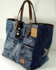 Discover thousands of images about Jeans Taschen Keine Schnittmuster, nur Inspiration Blue Jean Purses, Diy Sac, Sacs Diy, Denim Tote Bags, Diy Denim Purse, Denim Ideas, Denim Crafts, Recycled Denim, Fabric Bags