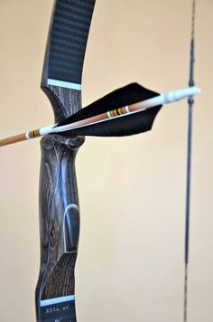Borderbows Ghillie Dhu- love the grip shape and short arrow window Archery Tag, Archery Bows, Archery Hunting, Bow Hunting, Traditional Recurve Bow, Traditional Archery, Archery Photography, Besta, Recurve Bows