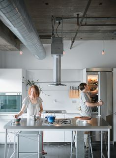 When full-time foodies Chelsea and Arthur Jackson renovated their Chicago condo, getting the kitchen right meant finding the right island. Photo by Matthew Williams.