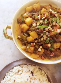 Gekerriede groenboonbredie met pilaf /  rys. South African Recipes, Ethnic Recipes, Chana Masala, Pot Roast, Lamb, Curry, Easy Meals, Favorite Recipes, Vegetables