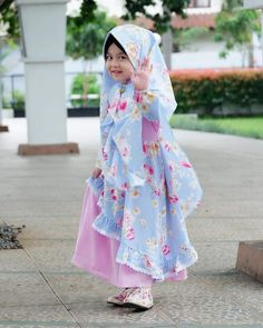 Baby Hijab, Girl Hijab, Linen Dresses, Cute Dresses, Little Girl Dresses, Girls Dresses, Dress Anak, Muslim Beauty, Beautiful Muslim Women