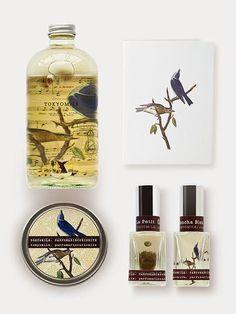 Fragrance Notes: Vibrant blue birds: Hyacinth, Iris, Citrus Zest, Crisp Greens Collection Includes: 1 Sencha Bleu Perfume 1 Bubble Bath 1 Travel Candle 1 Le Petit Perfume 1 Blue Birds Greeting Card Fr