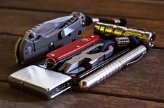http://www.dailycarry.co edc, daily carry, pocket dump, knives, wallets…