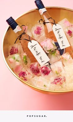 60 Super ideas for bridal shower drinks ice cubes Bridal Shower Drinks, Elegant Bridal Shower, Bridal Showers, Baby Showers, Brunch Party, Tea Party, Batch Cocktail Recipe, Flower Ice Cubes, Party Hacks