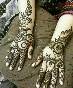 Check beautiful & easy mehndi designs 2020 ideas for mehandi ceremony. Save these latest bridal mehandi designs photos to try on your hands in this wedding season. Henna Hand Designs, Mehndi Designs Finger, Modern Henna Designs, Basic Mehndi Designs, Latest Bridal Mehndi Designs, Arabic Henna Designs, Mehndi Designs For Beginners, Mehndi Designs For Girls, Mehndi Designs For Fingers