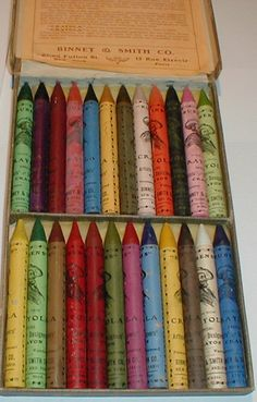 Long before we were born, Crayola was already around. Rubens Crayola No 500 - Inside box with crayons from circa Vintage Toys, Vintage Art, Vintage Colors, Atelier D Art, Artist Supplies, Crayon Art, Vintage School, Painted Boxes, Color Inspiration