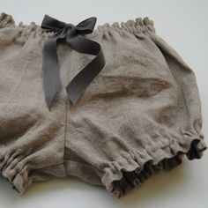 Little girls / baby girls linen bloomers