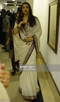 Aishwarya Rai Bachchan at the National Film Awards 2015 in New Delhi. Bollywood Actress Hot Photos, Beautiful Bollywood Actress, Bollywood Celebrities, Beautiful Indian Actress, Bollywood Fashion, Beautiful Actresses, Beautiful Saree, Aishwarya Rai Pictures, Aishwarya Rai Photo