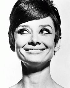 On old great funny portrait of the actrees #AudreyHepburn ; yes she next #Star of the classic #Hollywood !!! ;-)