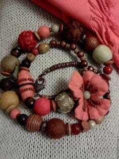 """Купить Бусы """"Цветущая степь"""" из войлока - ярко-красный, коралловый, теплые оттенки, весенние цветы"""
