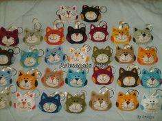 chaveiros de gatinhos em feltro.