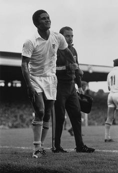 A trainer helping the Benfica and Portugal footballer, Eusebio, leave the pitch. Get premium, high resolution news photos at Getty Images Retro Football, Nike Football, Portugal Soccer, Sports Marketing, Black Panther, Messi, Ronaldo, Pitch, Trainers