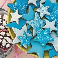 """Molasses Spice Stars  SUGAR COOKIE FROSTING:   1 lb. box confectioners' sugar  1 teaspoon vanilla extract  1 stick butter, softened  3-4 tsp. heavy cream  1/8 tsp. salt    Mix all ingredients until smooth. Add cream if too stiff, add confectioners' sugar if too runny. Use a decorator's tube to """"draw"""" on the cookies."""