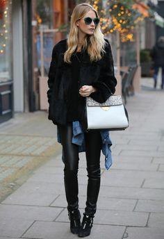 12/15 #ポピー・デルヴィーニュ #ファーJK #セーター #デニムシャツ #レザーパンツ |海外セレブ最新画像・私服ファッション・着用ブランドまとめてチェック DailyCelebrityDiary*