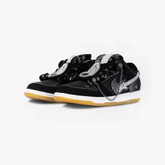 Der Beitrag Der Gründer von C2H4 zeigt einen Custom Nike SB Dunk Low erschien zuerst auf Grailify Sneaker Releases. Derzeit arbeitet C2H4 an der Fall/Winter 2020 Kollektion. Der Gründer Yixi Chen scheint aber noch Zeit zu finden nebenbei einen Dunk zu kreieren, da er auf Instagram einen Custom Sneaker zeigt. Die Inspiration für den Sneaker erkennt man auf dem ersten Blick. Yixi verwendet nämlich musikalische Akzente, die auch für andere Pieces in der kommenden [...] Der Beitrag Der Gründer…