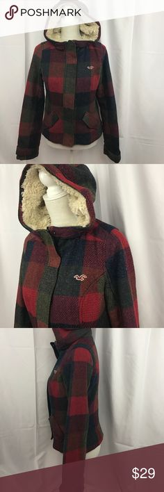 Hollister szS plaid coat w/faux Sherpa hood Good used condition Hollister szS plaid coat w/faux Sherpa lined hood...zips snd snaps...some light pilling but overall in nice shape... Hollister Jackets & Coats