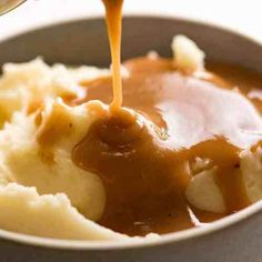 KFC Potato and Gravy is famous for the soft, creamy mashed potato and their signature gravy. Now here's a recipe to make it at home - it's incredible! Juicy Baked Chicken, Baked Chicken Breast, Kfc Mashed Potatoes, Mashed Potatoes Sauce Recipe, Potato Sauce, Cheesy Potatoes, Baked Potatoes, Slow Cooked Lamb Leg, Ketchup