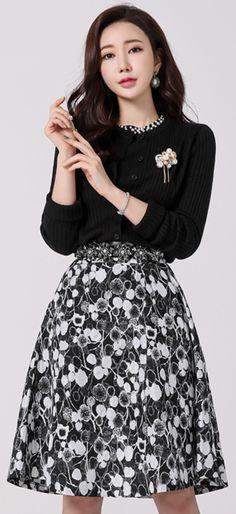 StyleOnme_Floral Patterned Flared Midi Skirt #flower #floral #patterned #midi #skirt #feminine #koreanfashion #kstyle #kfashion #springtrend #dailylook
