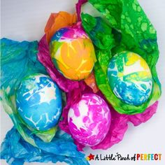 Dye Easter eggs with this easy technique using tissue paper. They turn out bright and beautiful, and this method is really easy! Fun for kids and adults to make beautiful eggs for Easter! Easter Arts And Crafts, Easter Crafts For Adults, Easter Egg Crafts, Spring Crafts For Kids, Paper Crafts For Kids, Easter Ideas, Easter Decor, Felt Crafts, Tie Dyed Easter Eggs