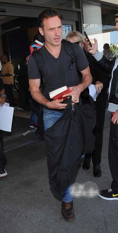 Andrew Lincoln Walking Dead Cast, Andrew Lincoln, Norman Reedus, Fangirl, It Cast, Pants, Fashion, Trouser Pants, Moda