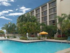 Family Friendly West Palm Beach Hotel With An Outdoor Pool The Ramada Airport Is Close To This Also Near Kravis