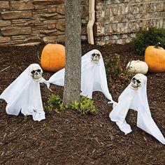 Fantômes et citrouilles en tant que décoration Halloween