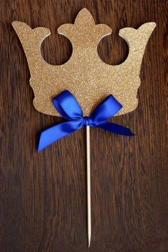 Confetti Mommas King Crown Cake Topper is perfect for your royal prince baby shower or little prince birthday party. Display this crown on top of a cake or include it in a floral arrangement. See the drop down menu for standard colors or send a convo for a specific customization. This cake topper was made with glitter gold premium paper cardstock and an ivory backing and embellished with a royal blue bow.  Measurements: 4 tall, 5.15 wide  Click here for more Royal Prince Party Decor…