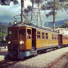 Bonita fotografía del Tren de Sóller.