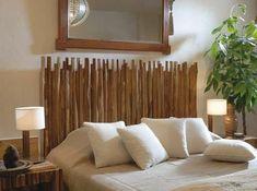 deco bambou, tête de lit originale, couverture en blanc, lampes de chevet