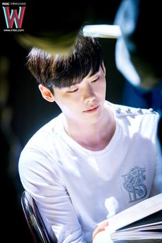 Lee jong suk W Two worlds drama 😍❤❤ Lee Jong Suk Wallpaper, Young Male Model, Lee Jung Suk, Doctor Stranger, W Two Worlds, Han Hyo Joo, Suwon, I Miss U, Second World