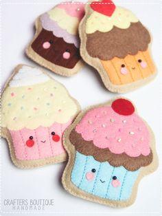 Felt Soft Toy Pattern - Do it my self Easy Felt Crafts, Felt Diy, Diy And Crafts, Arts And Crafts, Felt Cupcakes, Felt Ornaments, Hanging Ornaments, Felt Dolls, Felt Christmas