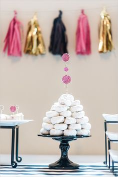 Kate Spade Inspired Bridal Shower features bridal shower decorations, ideas and themes to see. Look for free bridal invitations and bridal games. Bridal Shower Photos, Bridal Shower Cakes, Bridal Shower Decorations, Baby Shower Cakes, Kate Spade Party, Kate Spade Bridal, Bridal Invitations, Shower Invitations, Invites