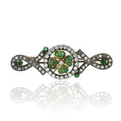 Diamond Emerald Brooch  Diamant-Smaragd Brosche Kleeblatt mit 3,020ct Diamanten und 0,695ct Smaragden in Gelbgold
