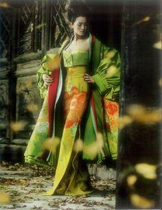 Actress Gong Li from Memoirs Of A Geisha. Wearing a beautiful kimono Gong Li, Dior Haute Couture, John Galliano, Galliano Dior, Vogue, Asian Fashion, High Fashion, Trendy Fashion, Memoirs Of A Geisha
