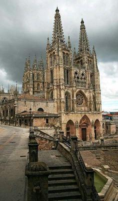 Uno dei magnifici esempi di gotico spagnolo: la Cattedrale di #Burgos, iniziata nel 1221.