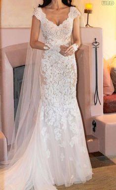 Robe de mariée tout en dentelle avec de petites manches