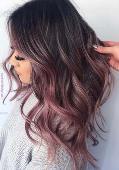 See here the surprising shades and highlights of rose gold hair colors for women to make their hair looks like more amazing and. Apply this beautiful looking rose gold hair color if you really want to get obsessed hair styles right now. Hair Color For Fair Skin, Hair Color For Women, Cool Hair Color, Dark Hair With Color, Amazing Hair Color, Subtle Purple Hair, What Hair Color Is Best For Me, Winter Hair Colour, Beautiful Hair Color