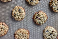 Oatmeal Raisin Cookies are a staple in any cookie jar. Soft and chewy in the middle with a crisp edge, these cookies are the perfect treat!   www.persnicketyplates.com #oatmealraisin #cookies #dessert #oatmealcookies Best Oatmeal Raisin Cookies, Oatmeal Cookie Recipes, Chocolate Chip Oatmeal, Snack Recipes, Cooking Recipes, Free Recipes, Dessert Recipes, Oatmeal Cream, Cookie Calories