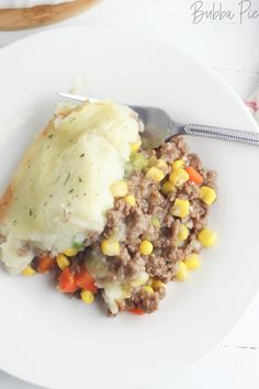 This Shepherd's Pie Recipe is the ultimate comfort food. Hearty ground beef is mixed with all sorts of goodies and topped with a rich garlic potato topping. Easy Pie Recipes, Diner Recipes, Meat Recipes For Dinner, Cooking Recipes, Sheppards Pie Recipe, Easy Shepherds Pie, Potato Toppings, Ground Turkey Recipes, Meals For The Week