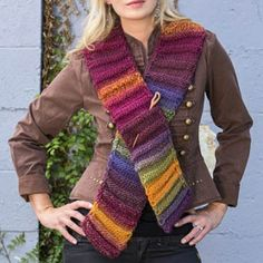 Easiest Ever Accordion Scarf - This ridiculously easy scarf is a great beginner knitting pattern.