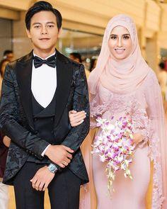 Resepsi Nazim Othman Bella (9 gambar)   Nazim Othman dan Bella Dally telah selamat disatukan sebagai pasangan suami isteri pada 10 September yang lalu.Baca lagi  Gosip