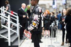 Somerset House | London ( http://ift.tt/1taK2PI ) #le21eme #adamkatzsinding #london #streetstyle #somersethouse #fashion